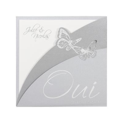 Vierkante kaart met zilveren pochette en vlinders (FR)  (102.059)