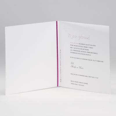 Vierkante blanco kaart met bordeaux lint en tags (106.082JUB)