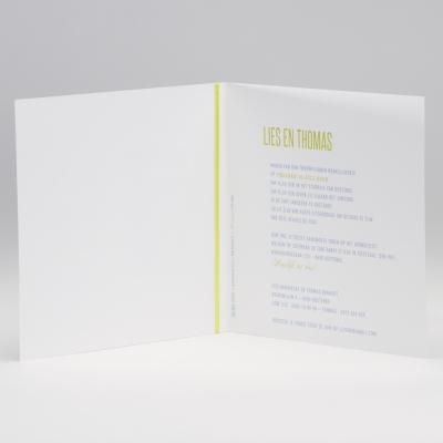 Vierkante blanco kaart met groen lint en tags (106.083)
