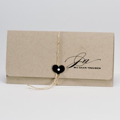 Eco bruine pochettekaart met zwart hartje (106.113)