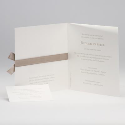 Beige trouwkaart met kantmotief en luxelint (106.115)