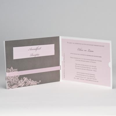 Grijze trouwkaart met roze kantmotief JA WIJ TROUWEN (108.166)