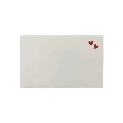 Uitnodigingskaartje met rode hartjes (123.096)