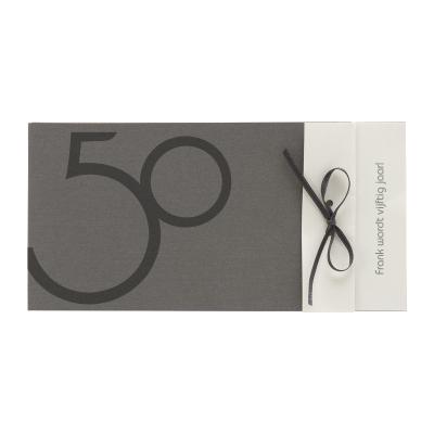 Staalgrijze kaart met wit inlegvel en grijs strikje (313.091)