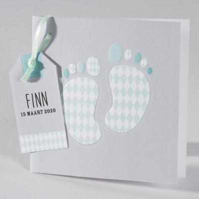 Grijze geboortekaart met voetjes in mint ruitpatroon (586.035)