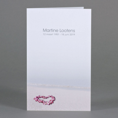 Dubbele rouwkaart met bloemenkrans op het strand (642.160)