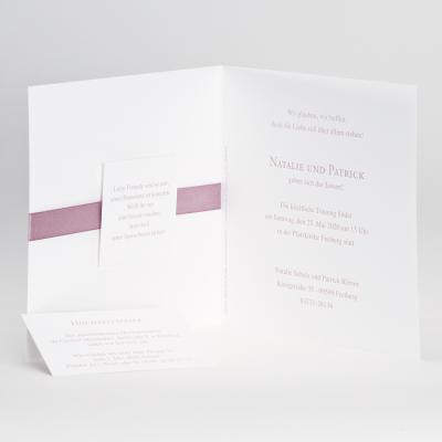 Edle weiße Karte mit Perlmuttfolienprägung und rosa Bändchen (106.015)