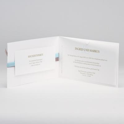Edle weiße Hochzeitskarte mit Prägung und Bändchen hellblau und braun (106.045)
