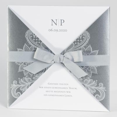 Elegante anthrazitfarbige Tasche mit silbernem Barokmotiv (106.060)