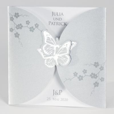 Silberfarbene Karte mit Schmetterlingen und weißem Einleger (106.069)