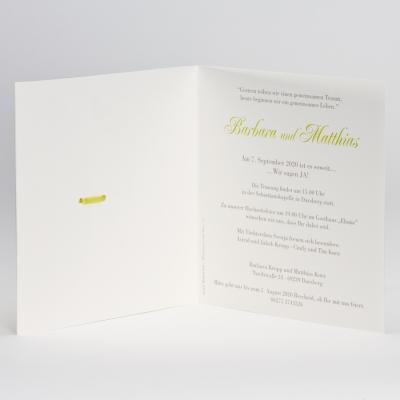 Elegante Hochzeitskarte mit Schmetterlingen und grünen Akzenten (106.070)