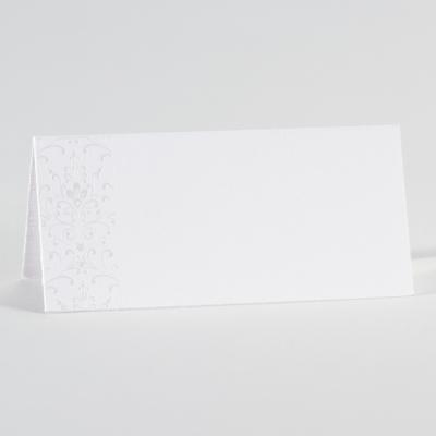 Weiße Tischkarte mit perlmuttfarbenem Blumenmotiv (226.002)