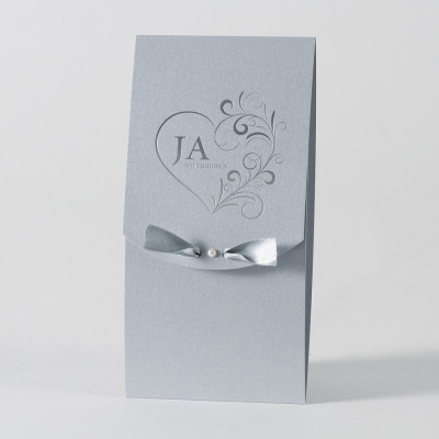 Staande zilverkleurige pochette met hart in barokstijl - JA (105.002)