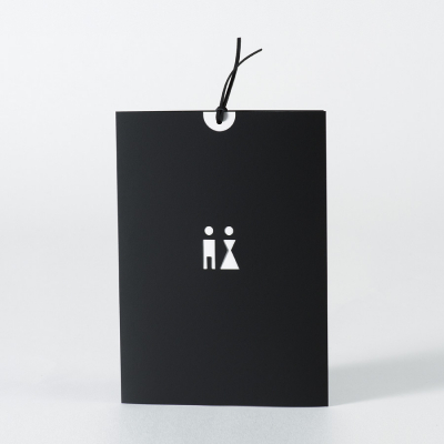 Zwarte kaart met uitgekapt koppel en letterpress (105.087)