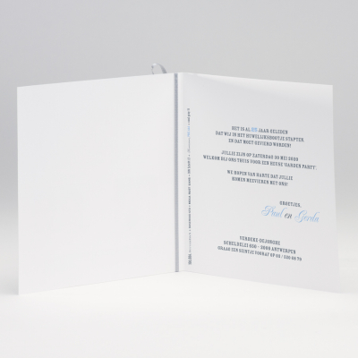 Vierkante blanco kaart met grijs lint en tags (106.084)