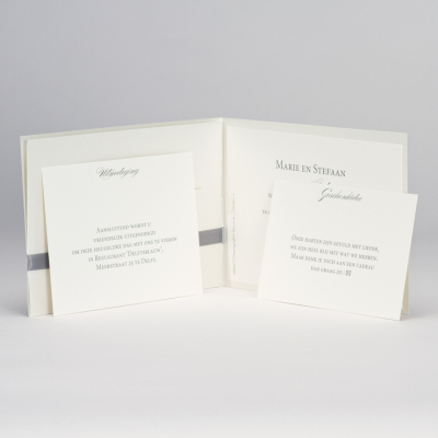 Stijlvolle pochette met grijs lint (108.117)