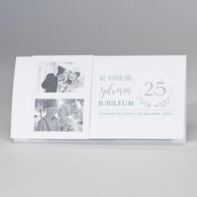 Langwerpige jubileumkaart met zilveren krans (108.302)