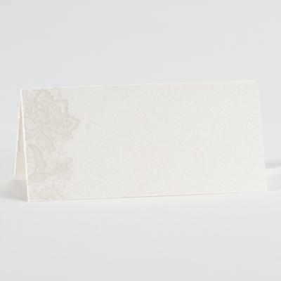 Ecru glanzend tafelkaartje met kantmotief (226.115)