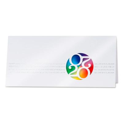 Witte nieuwjaarskaart met kleurrijke 2020 in bol (849.034)